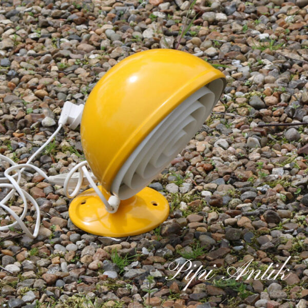 Retro metal stor væglampe gul og plastikgitter Knud Christensen Agentur Ø20xH28 cm