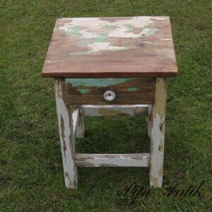 16 Natbord med skuffe rustikt patineret med mintgrøn og creme L41,5xD40xH50 cm