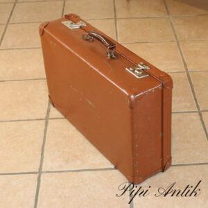 21 Brun retro papkuffert med nøgler god stand L66xD17xH40 cm