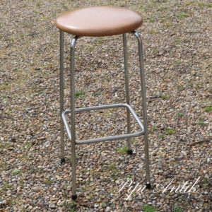 Barstol retro med krom ben og plast brunt sæde Ø34xH71 cm