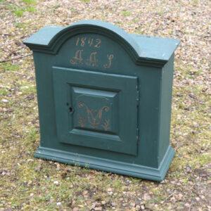 Vægskab grøn tobaksskab 1842 grøn L56xD21,5xH61 cm