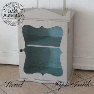 Vægskab vitrine i Sand og slidt look inde i tyrkis farve L47xD29xH47 cm