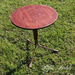 Rundt teak blomsterbord med rust ben Ø39xH43 cm