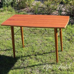 04 Teak sofabord med messing avishylde L90xB52xH57 cm