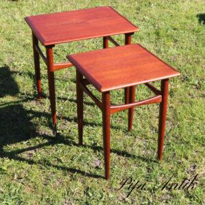 Teak satsborde 2 i en rustikt flot udført indskudsborde L45xB37xH47 cm