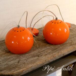 Metal orange loftlampe med orange ledningskjuler Ø19xH19 cm