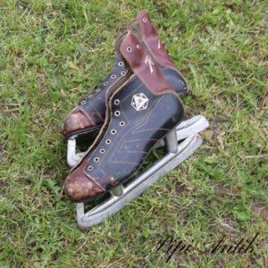 23 Læderskøjter L28 cm sort brun