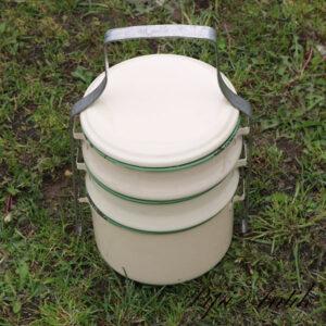25 Emalje G&M madbeholder i lag på lag grøn kant cremet Ø16xH21 cm