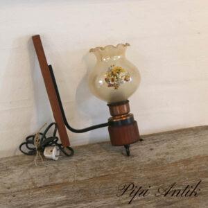 Teak væg lampe med røget lampeskærm med blomster Ø10xH36xD6,5 cm