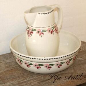 Servantesæt med vask og kande i råhvid og rosafarvet blomster Ø33xH26cm