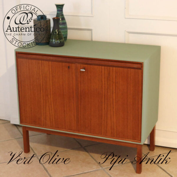 Teak lille buffet med Vert Olive top og sideflade L85xD40xH73cm
