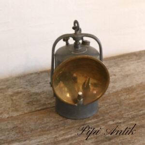 Petroleumslampe i messing og metal Ø10xH22cm