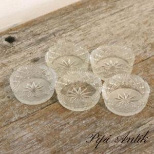 Små fingersalt kar i presset glas Ø6xH2cm