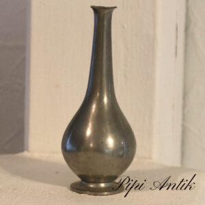 Just Andersen 1884-1943´s organic tin vase nr 457 Ø6,5xH14,5cm
